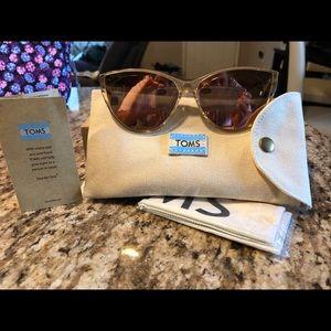 New brand new rare TOMS sunglasses